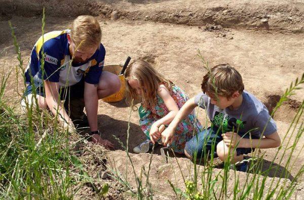 CAER Big Dig - family dig